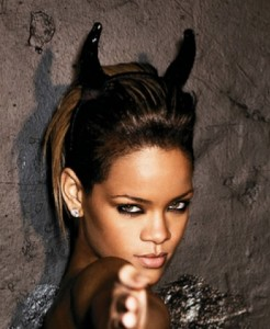 Artistnavnet Rihanna har navnetall 11/2, vokaltall 11/2 og konsonanttall 9.