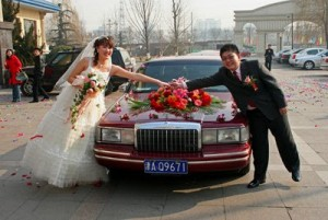 Over 10000 par giftet seg i Kina samme dag som OL åpnet, den 08.08.08.