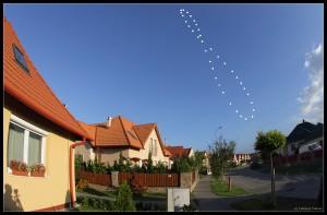 Solens reise fotografert gjennom 1 år avslører også et 8 tall på himmelen.