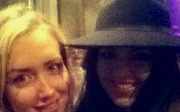 Selfie tatt av to amerikanske jenter for noen dager siden.