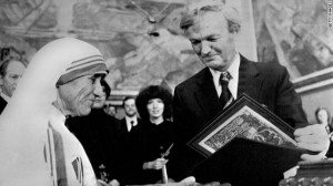 11. desember 1979 fikk hun Nobels fredspris. Her sammen med Professor John Sanness.